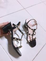 Sandal đính đinh trang trọng mẫu hot hiện nay
