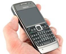 Điện thoại E71 kèm pin sạc