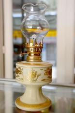 Đèn dầu sứ rồng vàng