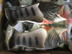 dép cá màu xám có sẵn
