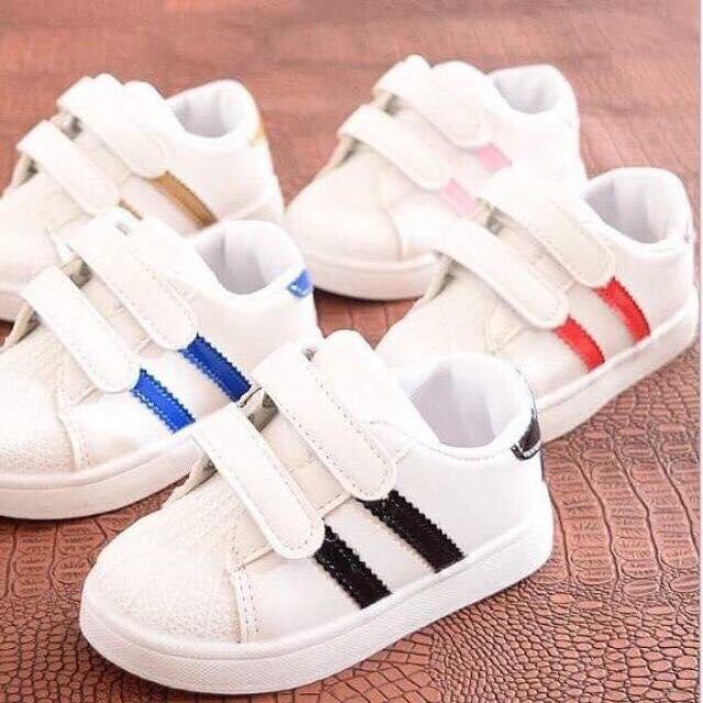 Giày thể thao 2 sọc cho bé trai và bé gái