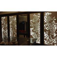 Vách ngăn 8MM Không phun sơn Màu sắc: trắng ngà tự nhiên Viền khung nhôm/gỗ nhựa-viền 38mm Chất liệu: gỗ nhựa- PVC Cắt hoa văn theo yêu cầu Tứ 2m2 trở lên giá 1.100.000/m2