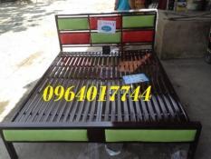 Giường sắt hộp gỗ 1m6 G02
