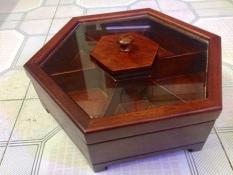 Hộp đựng bánh Kẹo bằng Gỗ Hương Cao Cấp hình lục giác nắp kính — tăng thêm độ sang trọng cho ngôi nhà