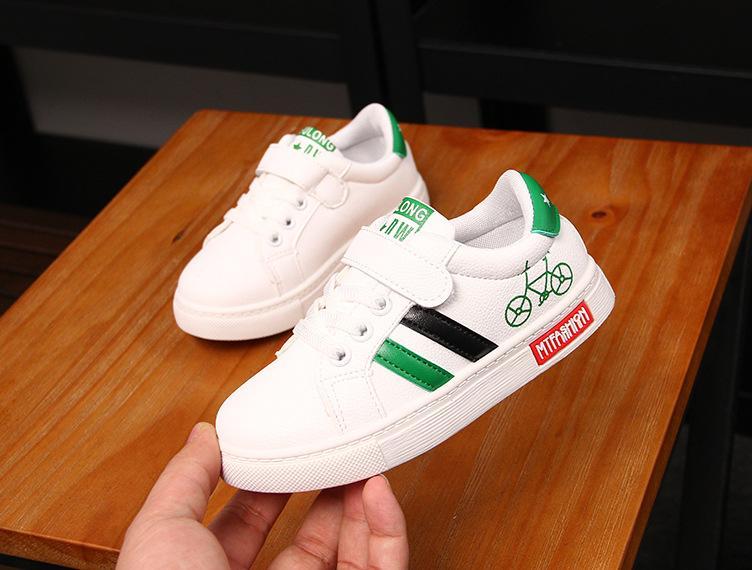 Giày thể thao bé trai Size 32-37 RS137 (Trắng)