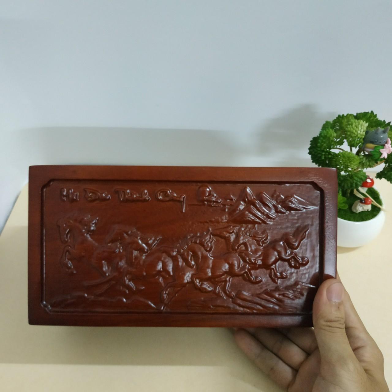 Hộp đựng trang sức khắc Mã đáo thành công cực đẹp bằng gỗ hương lót nỉ đỏ