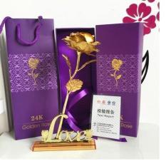 Hoa hồng mạ vàng 24k có đế chữ LOVE