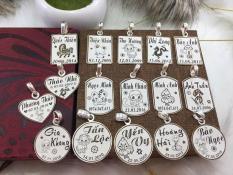 Mặt dây chuyền bạc ta khắc tên chữ cho bé