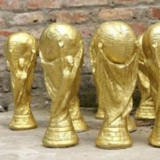 Cup vàng FIFA phiên bản thạch cao