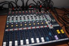 BÀN MIXER SOUNDCRAFT EFX-8 chuyên âm thanh sân khấu