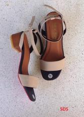 Sandal cao gót đang được ưa chuộng