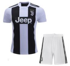 Áo bóng đá câu lạc bộ Juventus ngắn tay – Trắng đen – Hàng thun lạnh xịn – 2018 – 2019