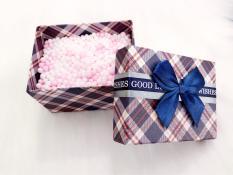 Hộp quà có hạt xốp kích thước 9*7*7cm (giao màu ngẫu nhiên)