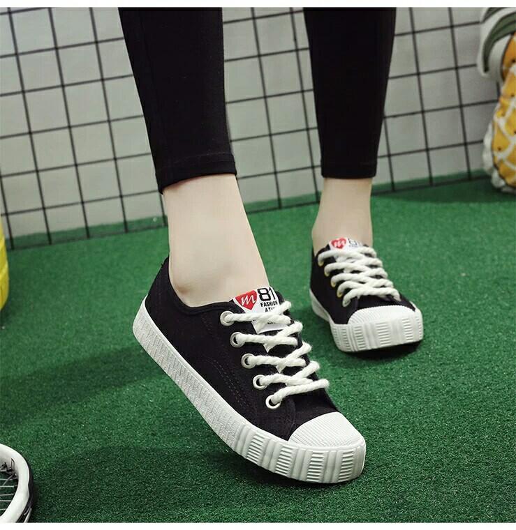 Giày Sneaker nữ Đế Bằng 81 – HAPU(Đen-Cá Tính)