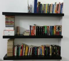 Kệ sách treo tường gỗ hộp bộ 3 thanh 80cm sâu 24cm dày 3,5cm khung thép chắc chắn để được nhiều sách (Đen)