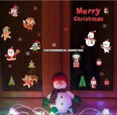 Decal trang trí tường Noel – Sóc và Chim cánh cục vui lễ giáng sinh