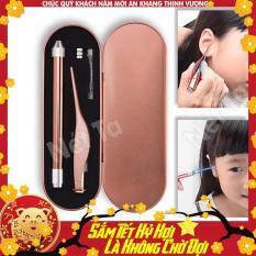 Bộ dụng cụ lấy ráy tai 2 món có đèn thế hệ mới gồm cây móc tai và nhíp gắp ráy tai cao cấp kèm theo pin đầy đủ và hộp đựng bằng nhôm vệ sinh, an toàn khi sử dụng nhất là đối với trẻ em