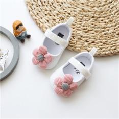 Giày tập đi đính hoa cúc mềm mại cho bé gái