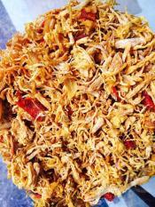 Combo 500g gồm 1 bịch khô gà lá chanh KHÔNG CAY 250g và 1 bịch khô gà BƠ TỎI 250g.