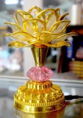 Đèn sen điện vàng cài tiếng Niệm Phật tụng kinh
