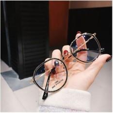 Kính oval ngố loại 1 gọng kim loại, sản phẩm có thiết kế thời trang, mẫu mã sang trọng, dễ dàng kết hợp với nhiều loại trang phục khác nhau