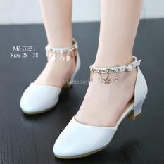 Giày cao gót cho bé gái 4 – 15 tuổi màu trắng quai móc duyên dáng GE51