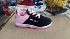Giày thể thao cho bé gái