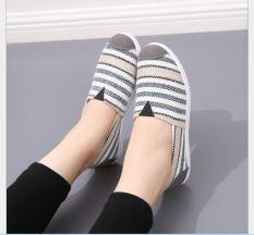 giày slip on kiểu dáng trẻ trung sọc ngang dành cho nữ
