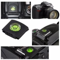 Nắp che chân đèn flash có hạt nước báo cân bằng máy để cho ra những bức hình chuẩn nét nhất CV91
