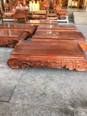 Bàn gỗ gụ, khắc chữ vạn sự như ý ở 2 bên, kích thước cao 26cm x dài 80cm x ngang 40cm