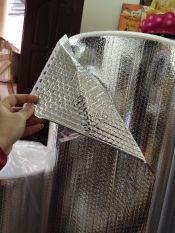 cuộn 40m khổ 1.55m 2 mặt bạc giữa lót xốp khí cách nhiệt, cách âm
