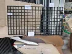 Lưới sắt 50 x 100 ô mắt 5cm dày 3.5li mầu đen bóng, dùng trang trí và treo phụ kiện shop