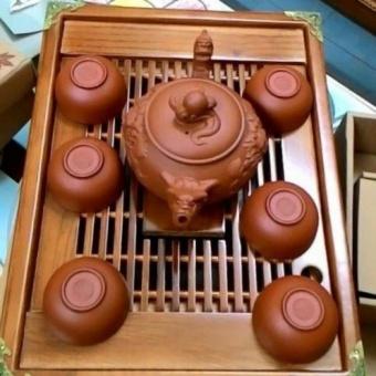 Bộ ấm trà rồng và khay gỗ