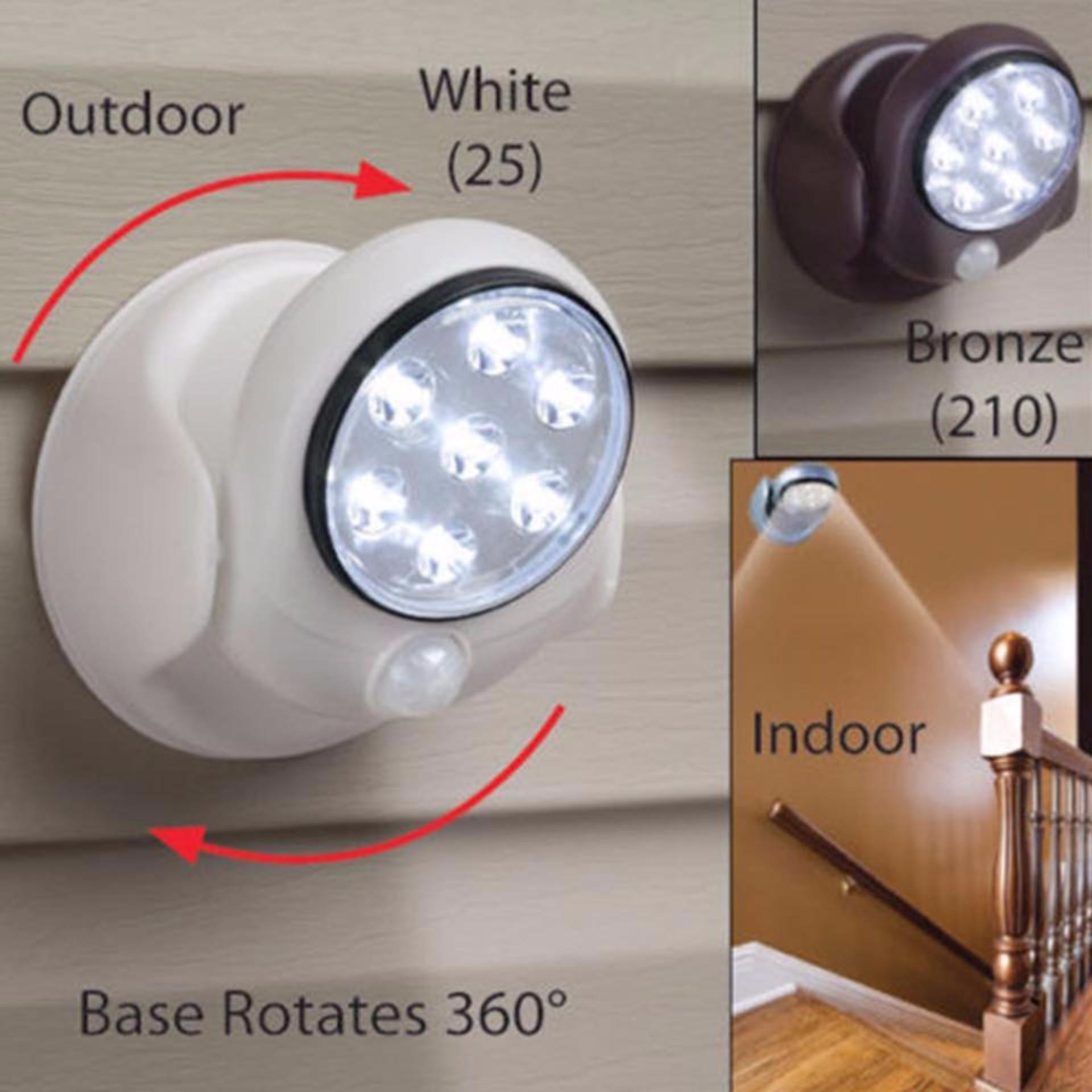 Đèn xoay 360 cảm biến ánh sáng tự động