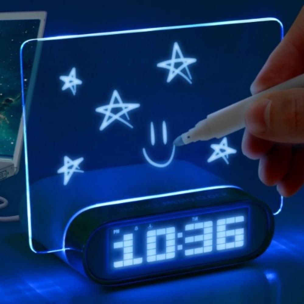 Giá Đồng hồ để bàn có bảng ghi đèn LED phát sáng