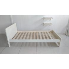 giường đơn màu trắng