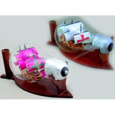 Hai mô hình thuyền Santa Maria trong bóng đèn (Màu: Trắng + Hồng)