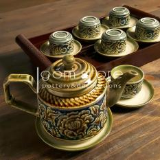 Ấm chén Bát Tràng khắc tay hoa dây nổi dáng vuông, (Bộ ấm trà trên không kèm khay)