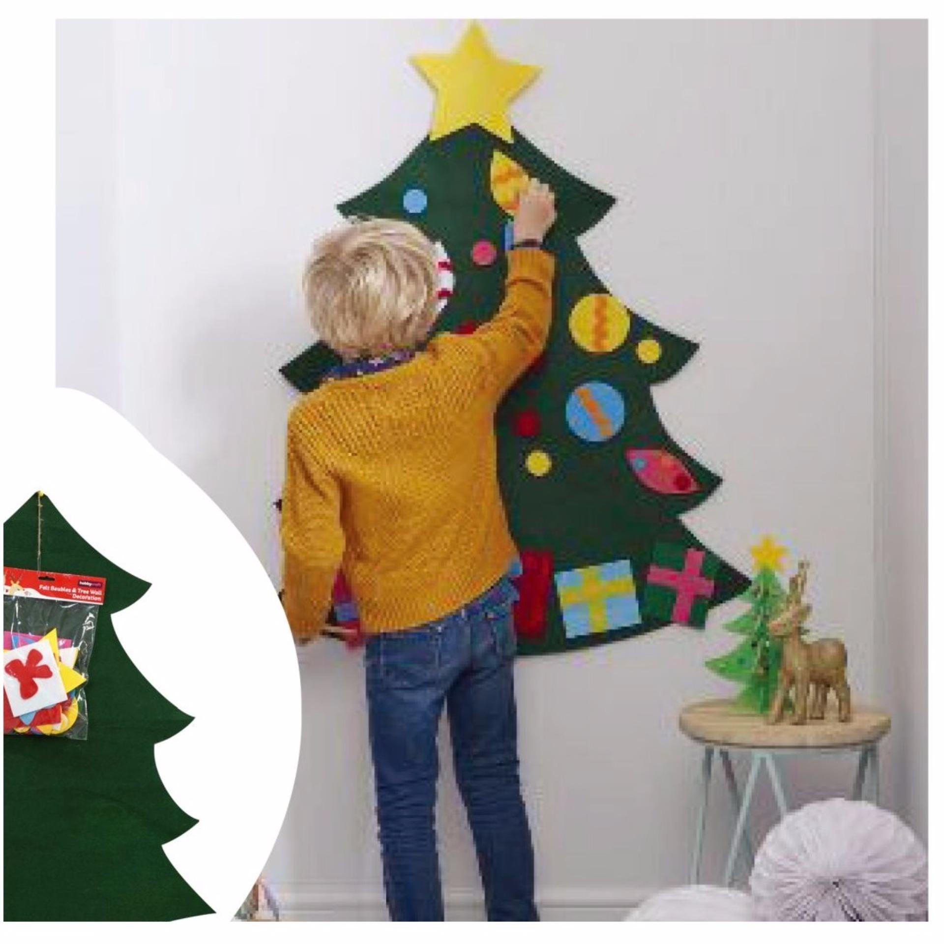 Chỗ nào bán Miếng dán tường hình cây giáng sinh UBL XB1301