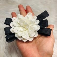 Cài áo hoa có phối nơ đen. MS023