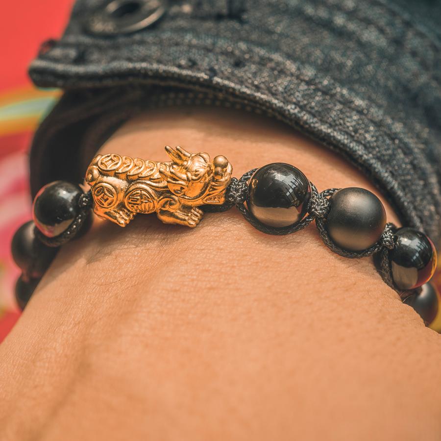 Vòng tay phong thủy thời trang handmade đá đen tỳ hưu vàng shamballa