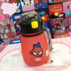 Bình nước nhám hình Spiderman màu đỏ siêu xinh cho trẻ em, bé trai – 390ml – 60NSPM3267