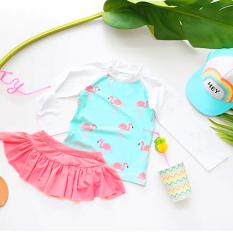 [TẶNG KÈM NÓN BƠI] Đồ bơi 2 mảnh cao cấp phong cách Hàn Quốc cho bé gái 4-10 tuổi áo dài tay phối chân váy xòe họa tiết hồng hạc xinh yêu BBShine – DB012