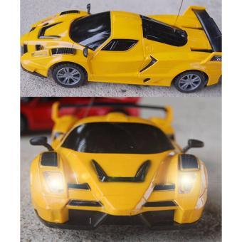 Bộ 2 ô tô điều khiển từ xa 4 chiều ET( 2 vàng)