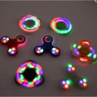 Đồ Chơi Con Quay Giúp Xả Stress Fidget Spinner 3 cánh có đèn Led 7màu SUNAVI - 8350817 , NO007TBAA4TBXVVNAMZ-8871415 , 224_NO007TBAA4TBXVVNAMZ-8871415 , 64000 , Do-Choi-Con-Quay-Giup-Xa-Stress-Fidget-Spinner-3-canh-co-den-Led-7mau-SUNAVI-224_NO007TBAA4TBXVVNAMZ-8871415 , lazada.vn , Đồ Chơi Con Quay Giúp Xả Stress Fidget Spinne