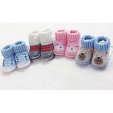 Giày len Carter cho em bé sơ sinh từ 0-3 tháng