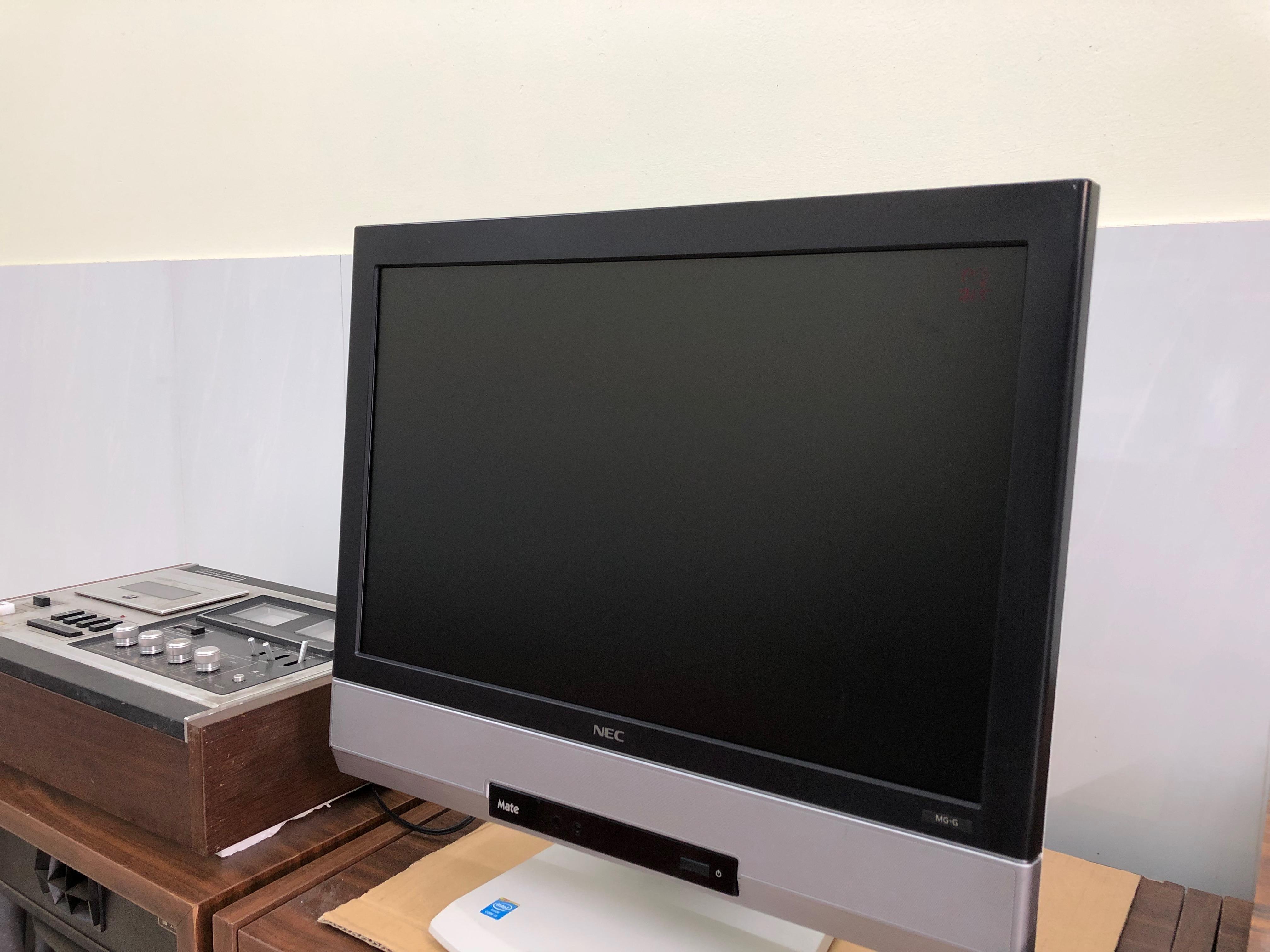 All in one NEC ( case liền màn hình ) tất cả trong một loa nghe rất to và ấm...