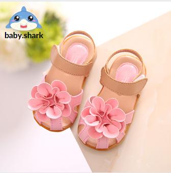 Giày tập đi bé gái, Dép sandal cho bé gái thiết kế hoa to đế cao su mềm êm chân cho bé, xăng đan bé gái quai dán bít mũi bảo vệ ngón chân