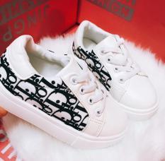 bata siêu hót bên hông giày in chữ đẹp nổi bật