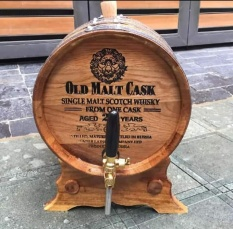 thùng gỗ sồi ngâm ủ rượu -20 lit có vòi mạ crom